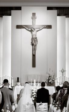 Bride Groom Facing Cross_03